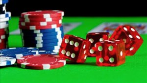 Play poker and gambling games in online casino